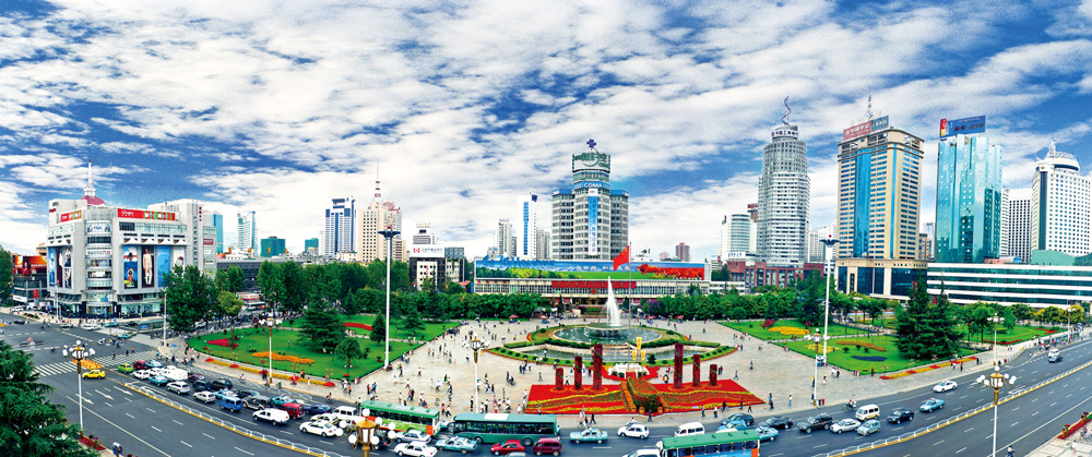 Dongfeng Square and the Worker's Cultural Palace in the early 2000s (image credit: Goldenteam)
