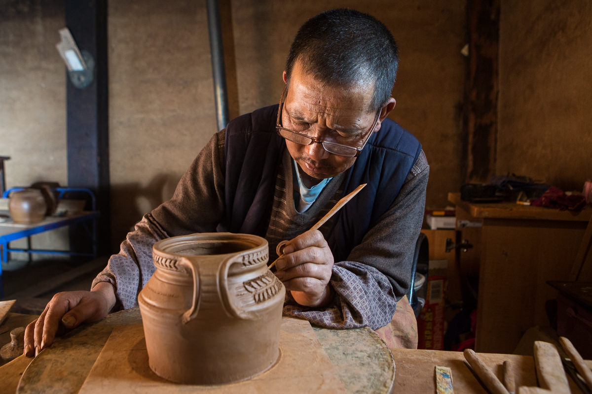 snapshot  pottery making in northwest yunnan