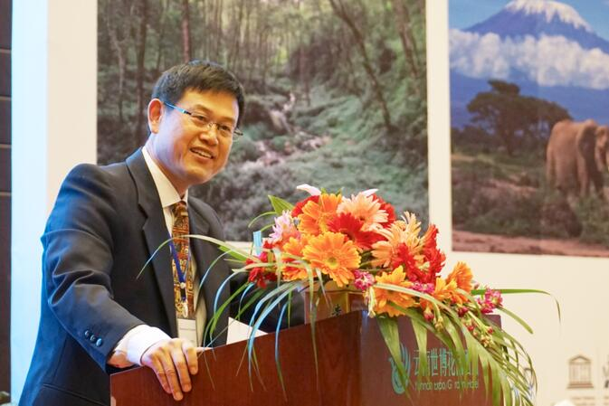 Professor Xu Jianchu, Principal Scientist for ICRAF East and Central Asia, addresses attendees at the Mountain Futures Conference in Kunming