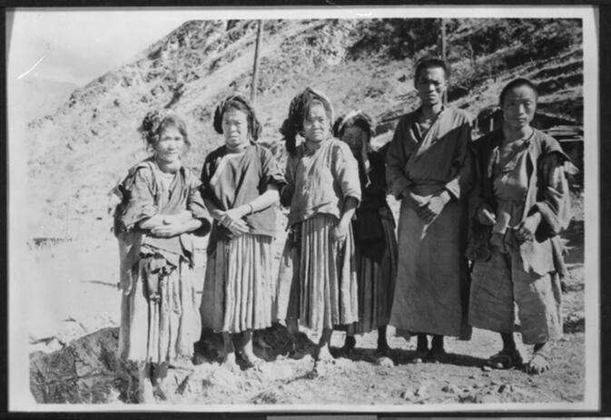 Six Li-su peasants afflicted with goiter in the village of Ba-ssu-ko 1931 or 1932