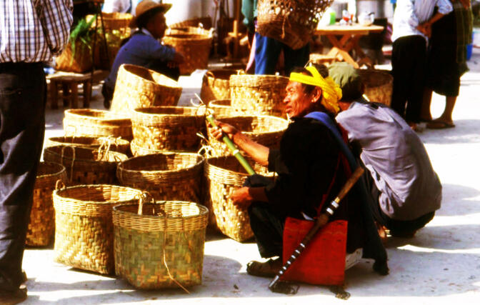 Jingpo men in Zhangfeng on market day