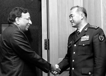 Indian defense secretary Pradeep Kumar greets PLA deputy chief of general staff Ma Xiaotian in Beijing on January 6