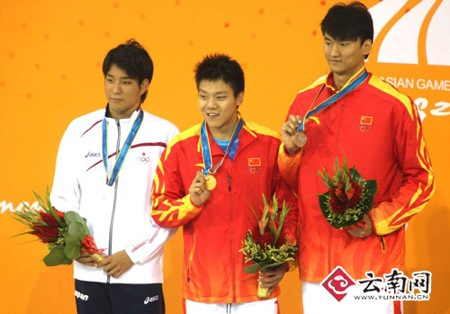 Xie (center) with Li and silver medalist Ryo Tateishi of Japan