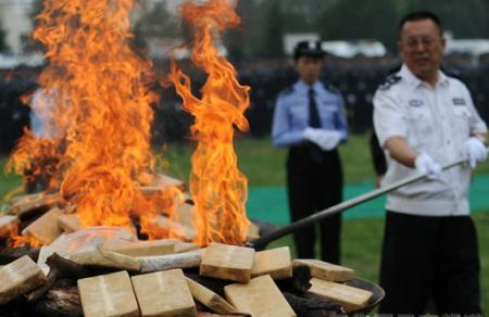Kunming police burned three tons of confiscated drugs on June 26