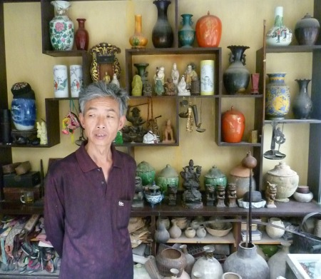 Mr Li at Shicheng Antiques