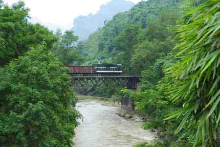 A freight train crossing the Nanxi River (JA)