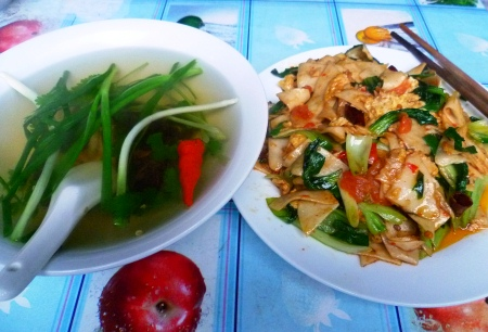 Suantang (l) and dajiujia are required eating in Tengchong