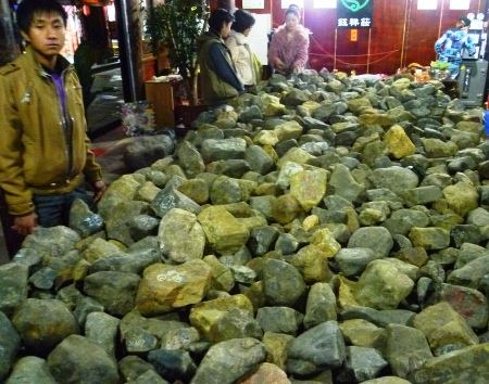 Many shops in Tengchong specialize in 'gambling stones'