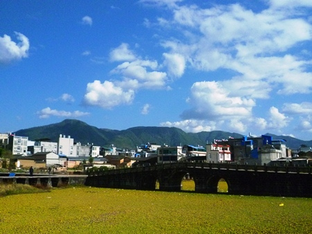 Despite the drab architecture, Tengchong can be a rather colorful town