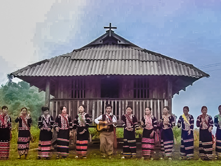 Lahu people in traditional dress