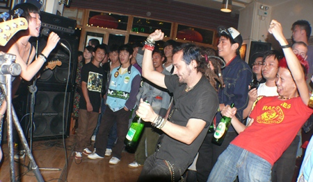 The final No Answer (打死我也不说) show at the Camel