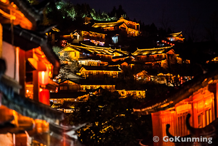 Lijiang at night (photo: Yereth Jansen)
