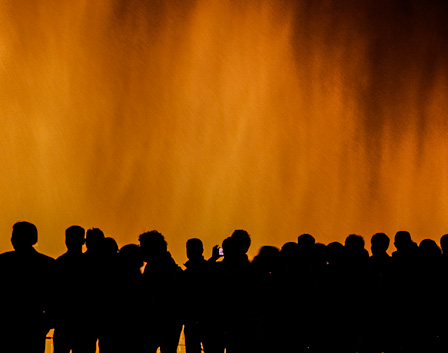 Concertgoers mesmerized by the fountains at the Puzhehei Warm Spring Music Festival (photo: Yereth Jansen)