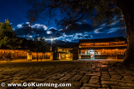 Shaxi's town square at night (photo: Yereth Jansen)