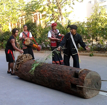 The shaman and the Wa drummers lead the procession of the wooden drum
