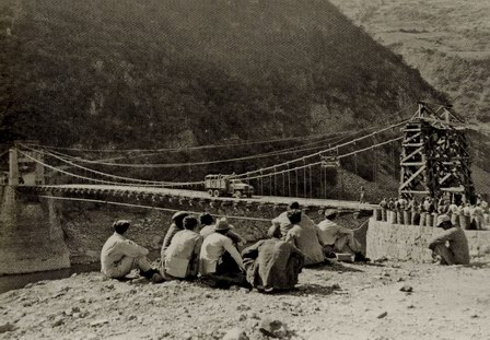 The reconstructed Huitong Bridge 1945 with an improvised eastern bridge tower. Note the fuel pipeline hanging under the bridge.