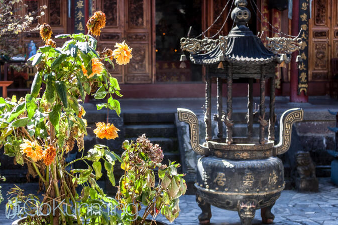 Incense censer and flowers at Haiyun Temple