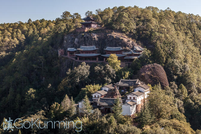 Shizhong Temple as seen from Lion Pass