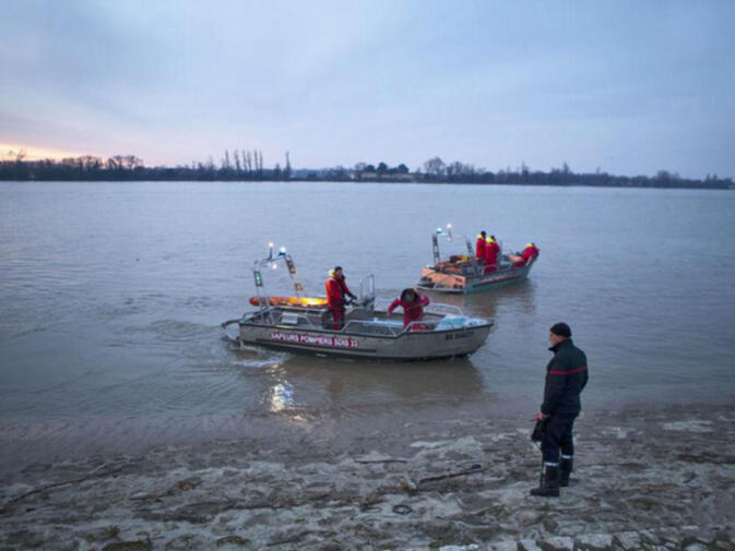 Search teams looking for the bodies of Chinese businessman Hao Lin, and French winemaker James Gregoire