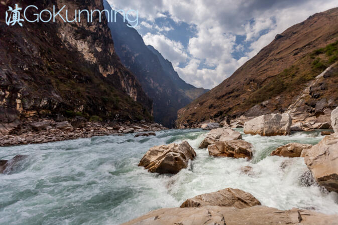 The Jinsha River as it passes through Tiger Leaping Gorge in late spring