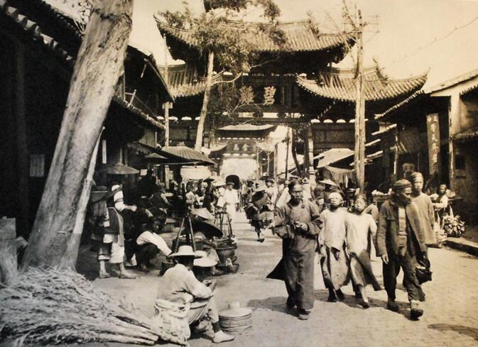 Kunming's Biji and Jinma gates, from a collection by Martin Hurlimann published in 1929