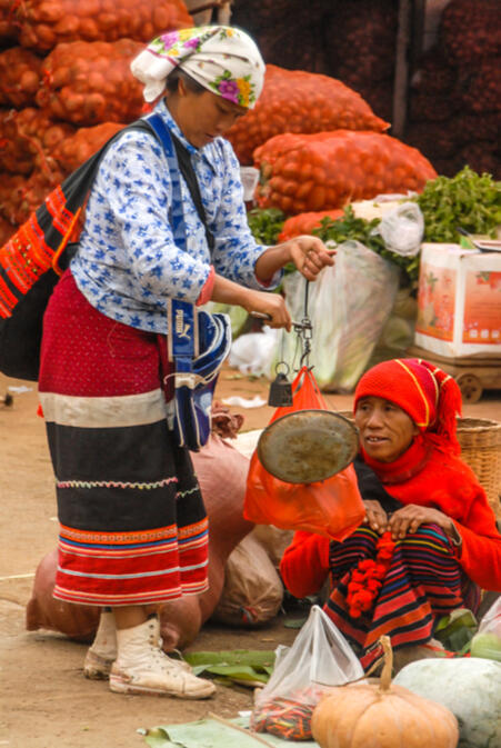 Lahu women in Menglian for market day