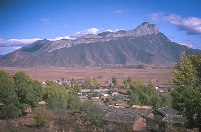 Lion Mountain viewed from Yongning