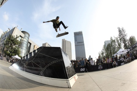 DragonSK8 is a traveling competition organized and sponsored by Vans clothing company. The contest has been touring China for four years and this was its
