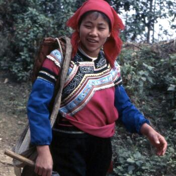 An Yi minority farmer returns home after a day in the fields of Yuanyang County (image credit: Jim Goodman)