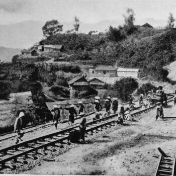 Building the Kunming Haiphong Railway just south of the city of Mengzi