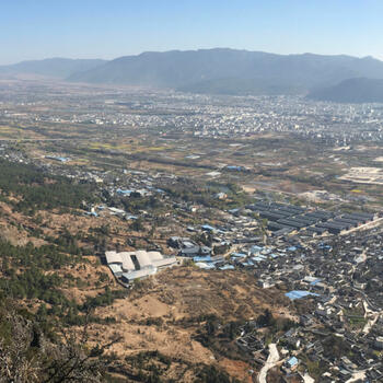 View from north ridge. City of Lijiang, Elephant Hill on far right, with car park located in white-roofed building complex at lower center
