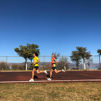 Shen Jiasheng doing speedwork at altitude on Dali University track with training partner and fellow pro Qi Min (image credit: Pavel Toropov)